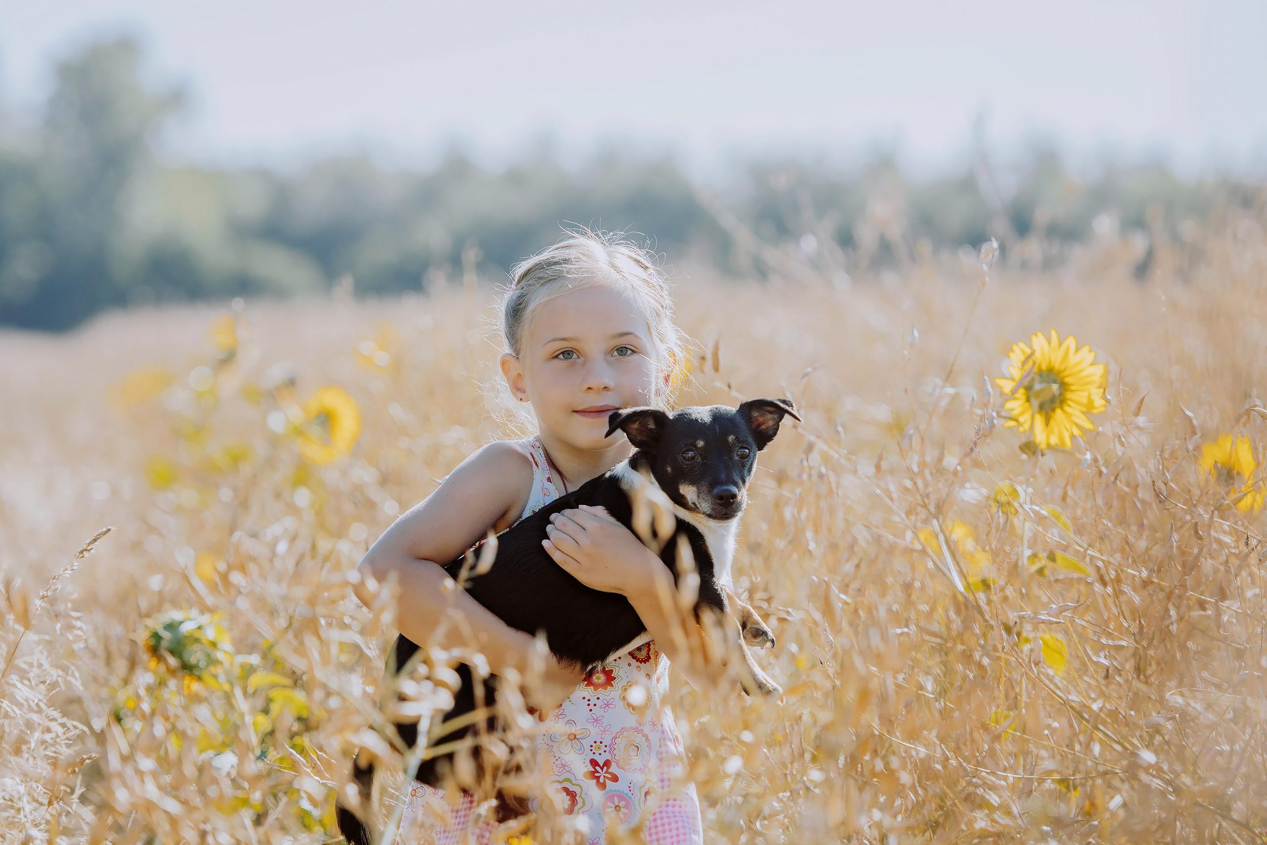 Familienfotografie-Braunschweig-Maedchen-Hund