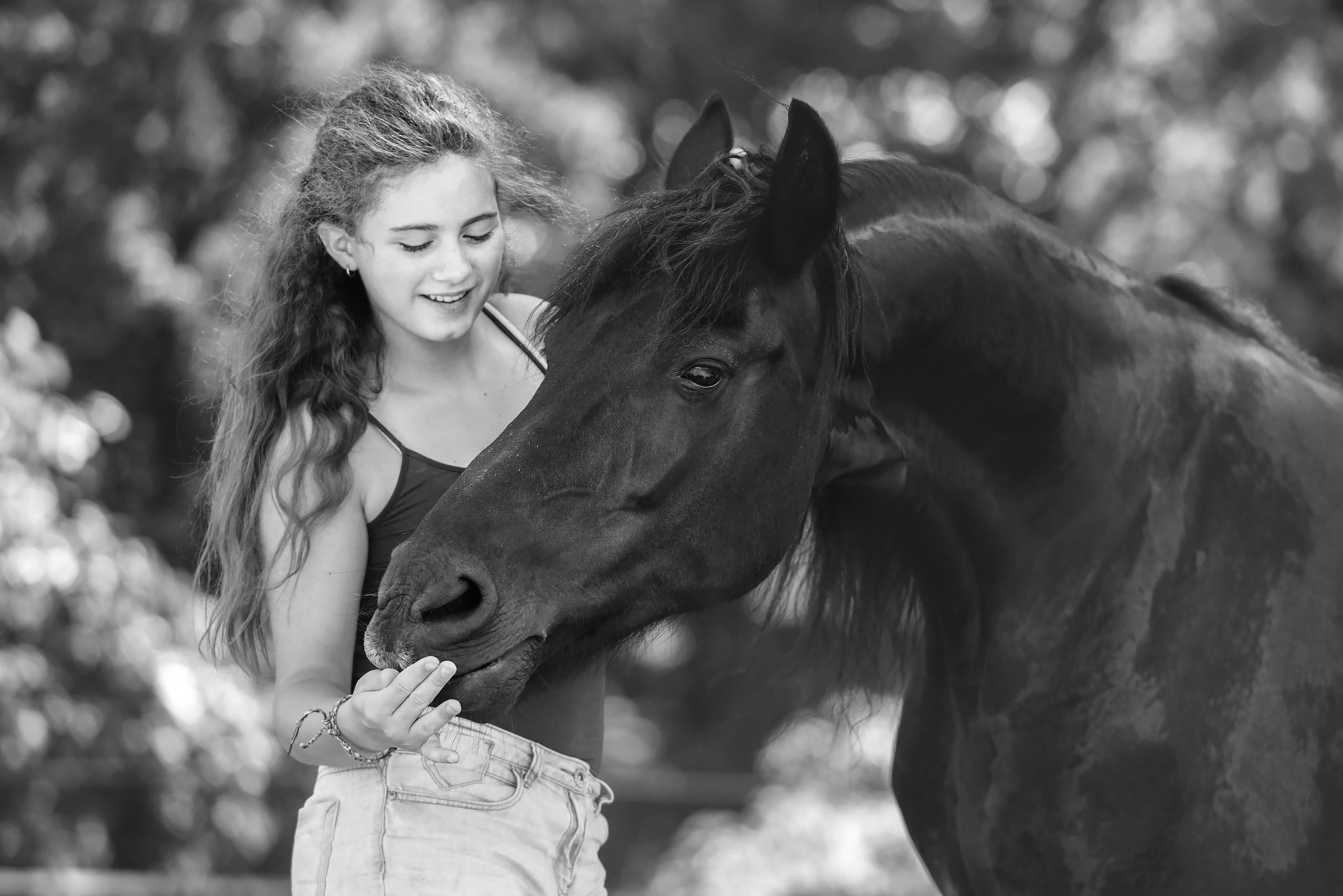 Familienfotografie-Braunschweig-Maedchen-Pferd