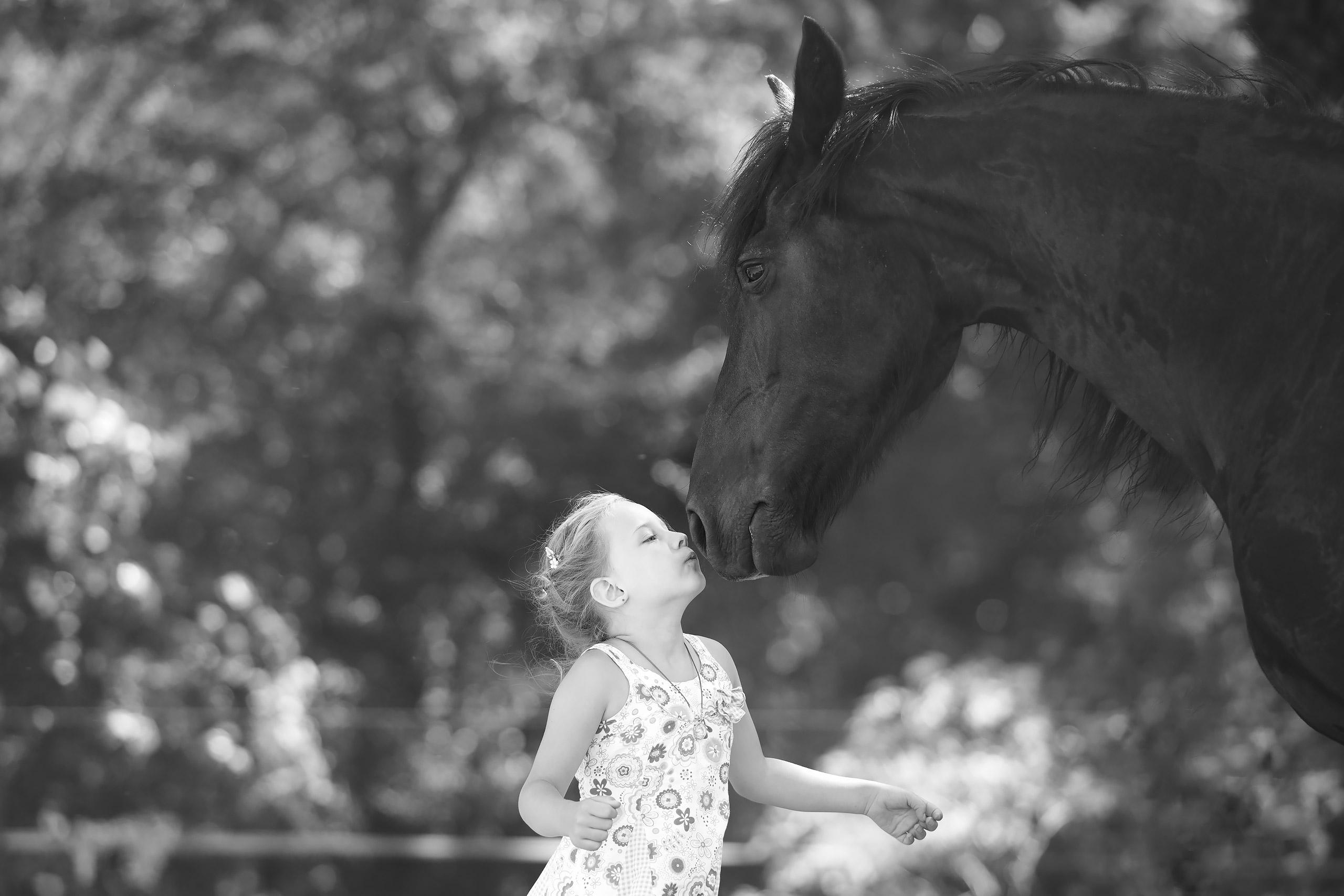 Familienfotografie-Gifhorn-Maedchen-Pferd