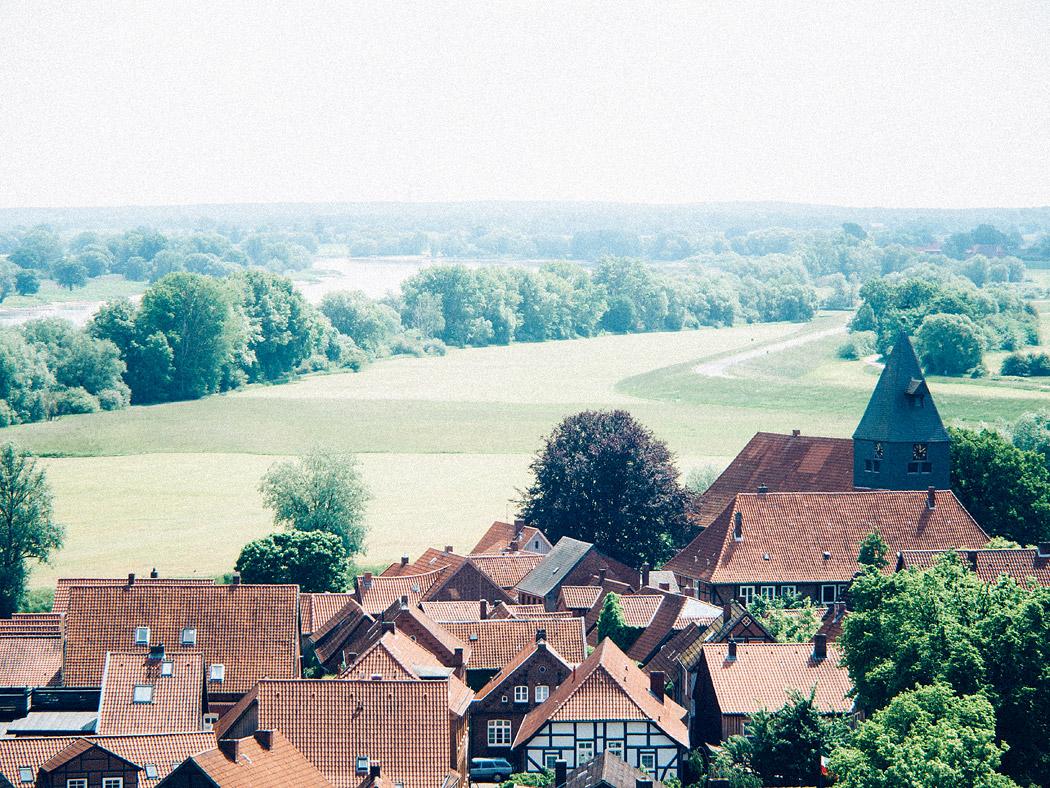 Der Blick vom Weinberg über Hitzacker