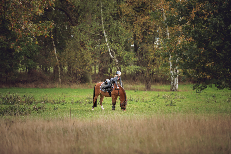 Braunschweig Kinderfotografie Pferdefotografie Reiten Ausritt Wald Pony Zwillinge Reitschule Gut Warxbuettel