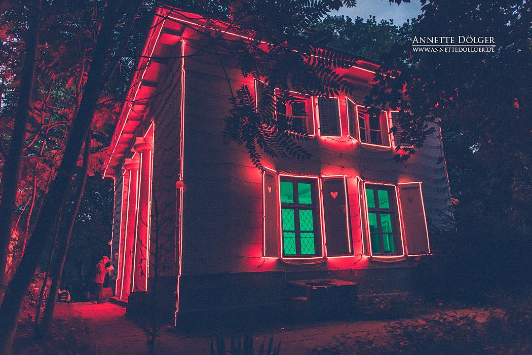 ...But No One's Home, Künstler Kevin Schmidt