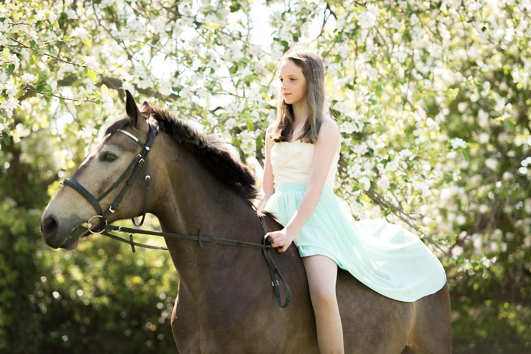 Pferdefotografie-Wolfsburg-Maedchen-Kleid